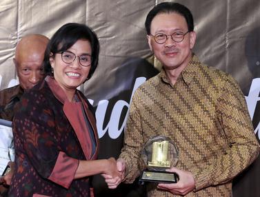 Sri Mulyani Beri Penghargaan Enam Pengusaha Taat Pajak