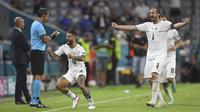 Pemain Italia, Lorenzo Insigne melakukan selebrasi setelah mencetak gol kedua timnya ketika pertandingan Perempatfinal Euro 2020 melawan Belgia yang berlangsung di Allianz Arena, Jerman pada Jumat (02/06/2021). (AP/Pool/Andreas Gebert)