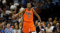 Forward Oklahoma City Thunder, Kevin Durant, menjadi motor kemenangan timnya saat mengalahkan Utah Jazz dengan skor 104-98.