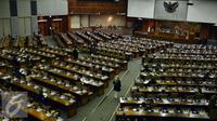 Suasana Rapat Paripurna penutupan masa sidang II di Gedung Perlemen, Jakarta, Kamis (15/12). Dalam Paripurna penutupan masa sidang tersebut, membahas Tujuh Agenda yang salah satunya dibahas Badan Legislasi (Baleg) DPR. (Liputan6.com/Johan Tallo)