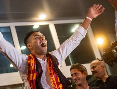 Gabung Galatasaray, Radamel Falcao Disambut Meriah Suporter