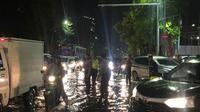 Banjir terjadi di sejumlah wilayah di Surabaya, Jawa Timur pada Jumat, 31 Januari 2020. (Foto: Liputan6.com/Dian Kurniawan)