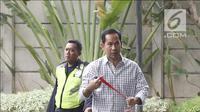 Terpidana Tubagus Chaeri Wardana atau Wawan tiba di Gedung KPK, Jakarta, Senin (22/10). Wawan menjalani pemeriksaan sebagai saksi dugaan suap pemberian fasilitas dan izin di Lapas Sukamiskin. (Liputan6.com/Herman Zakharia)