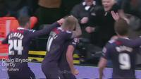 Video tendangan voli Craig Bryson dari klub Derby membuat kiper Fulham tak berdaya.