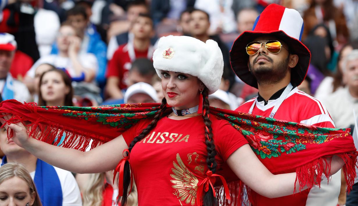 FOTO Senyum Memesona Suporter Cantik Rusia Di Piala Dunia