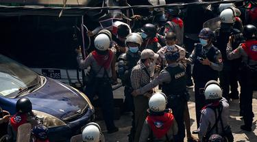 Polisi tangkap pengunjuk rasa anti kudeta militer Myanmar