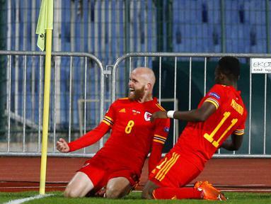 Pemain Wales, Jonny Williams, melakukan selebrasi usai mencetak gol ke gawang Bulgaria pada laga UEFA Nations League di Stadion Vassil Levski, Kamis (15/10/2020). Wales menang dengan skor 1-0. (AP Photo/Anton Uzunov)