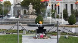 Monumen untuk mengenang korban COVID-19 terlihat di Madrid, Spanyol, 21 Oktober 2020. Hingga 21 Oktober 2020, jumlah kasus COVID-19 di Spanyol sejak awal pandemi telah mencapai angka 1.005.295. (Xinhua/Meng Dingbo)