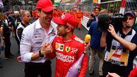 Toto Wolff bersama Sebastian Vettel. (AFP/Andrej Isakovic)