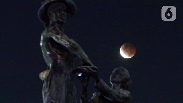 Gerhana Bulan dari Tugu Tani