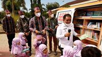 Penyerahan Mobil Pintar serta dump truck kebersihan untuk Kabupaten Manggarai Barat, Nusa Tenggara Timur dari Askrindo (dok: humas)