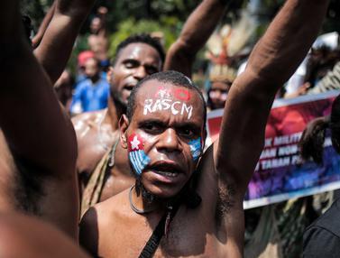 Dari Mabes TNI AD, Mahasiswa Papua Unjuk Rasa di Depan Istana