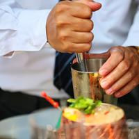 Sixthsense di Novotel Tangcity menghadirkan hidangan-hidangan tropical dengan konsep rooftop cafe yang nyaman. | Adrian Putra/Fimela.com