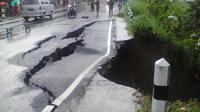 Ambles susulan masih mungkin terjadi di jalur utama Ponorogo - Trenggalek itu. (Liputan6.com/Dian Kurniawan)