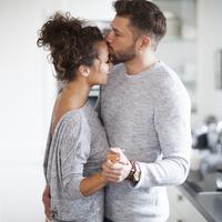 Ilustrasi pasangan bahagia - hubungan cinta (iStockphoto)