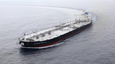 Kapal tanker raksasa Very Large Crude Carrier (VLCC) berkapasitas 2 juta barel milik PT Pertamina (Persero) mulai melaut