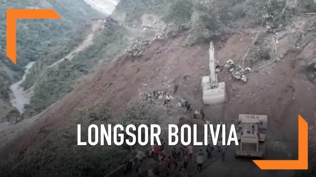 Rekaman longsoran lumpur menghantam penduduk yang melintas. Belum diketahui jumlah korban dalam insiden ini.