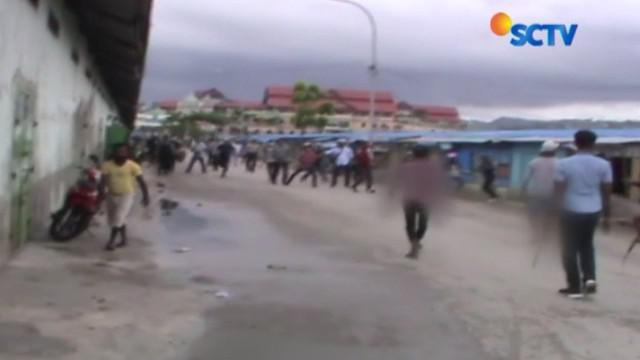 Polisi harus mengeluarkan tembakan untuk membubarkan dua kelompok pemuda yang sehari-hari sebagai pekerja di pelabuhan rakyat.