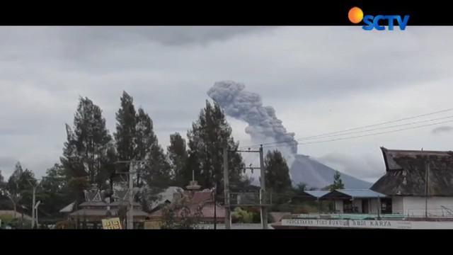 Sejak Sabtu pagi kemarin terjadi satu kali erupsi dengan ketinggian kolom mencapai 2300 meter yang mengarah ke selatan.