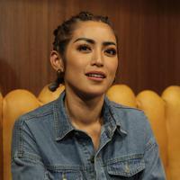 Jessica Iskandar kini genap berusia 32 tahun. Sungguh beruntung karena di momen bahagianya, perempuan yang akrab disapa Jedar ini mendapat kejutan dari banyak orang terkasihnya. (Adrian Putra/Fimela.com)
