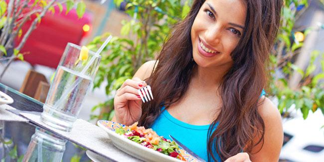 Konsumsi makanan sehat (c) ShutterStock