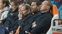 OGAH MUNDUR - Danny Blind enggan meninggalkan kursi kepelatihan Belanda usai dikalahkan Ceska 2-3 pada laga pamungkas Grup A kualifikasi Piala Eropa 2016. ( REUTERS/Toussaint Kluiters)