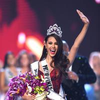 Catriona Gray dinobatkan sebagai Miss Universe 2018. (Lillian SUWANRUMPHA / AFP)