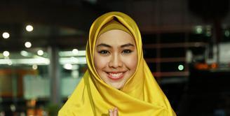 Beberapa waktu lalu muncul petisi mengajak boikot pada artis Oki Setiana Dewi. Bahkan, artis yang kini menjadi ustazah mengaku makin ramai dalam Ramadan kali ini. Ia berterima kasih pada neters. (Deki Prayoga/Bintang.com)