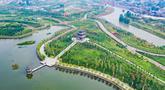 Foto udara pemandangan sebuah taman ekologi di Wilayah Cixian, Provinsi Hebei, China pada 24 September 2020. Dalam beberapa tahun terakhir, Cixian berupaya menyempurnakan pengelolaan sungai dan restorasi ekologi untuk meningkatkan kualitas sistem perairan di wilayah tersebut. (Xinhua/Wang Xiao)