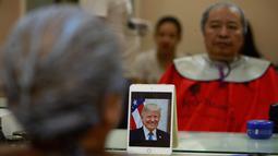 Rambut Le Phuc Hai dipangkas mirip gaya Presiden AS, Donald Trump di Hanoi, 19 Februari 2019. Salah satu salon di Vietnam menawarkan jasa potong rambut gratis ala Trump dan Kim Jong-un jelang pertemuan keduanya pada 27-28 Februari mendatang. (AP/Hau Dinh)