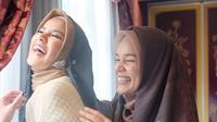 Olla Ramlan dan Dewi Sandra bersahabat (Instagram/ollaramlanaufar)