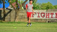 Eks gelandang Persija Jakarta dan Bali United, Sutano Tan terlihat bergabung dalam sesi latihan PSM Makassar di Lapangan Bosowa Sport Centre, Senin sore (15/3/2021). (Abdi Satria/Bola.com)