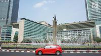 Sebuah mobil melintas di sekitar Bundaran HI, Jakarta Pusat, Minggu (11/8/2019). Pemprov DKI meniadakan Hari bebas kendaraan atau car free day (CFD) di sepanjang Jalan Jenderal Sudirman hingga Jalan MH Thamrin karena bertepatan dengan Idul Adha. (Liputan6.com/Immanuel Antonius)