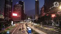 Suasana arus lalu lintas di Kawasan Sudirman, Jakarta, Kamis (24/9/2020). Pemerintah Provinsi (Pemprov) DKI Jakarta kembali memperpanjang Pembatasan Sosial Berskala Besar (PSBB) selama 14 hari ke depan hingga 11 Oktober untuk menekan laju penyebaran kasus covid-19. (Liputan6.com/Faizal Fanani)