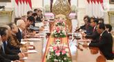 Presiden Joko Widodo (kanan tengah) saat menerima delegasi Japan-Indonesia Association (Japinda) di Istana Merdeka, Jakarta, Rabu (20/11/2019). Presiden Japinda Fukuda Yasuo membawa sejumlah pengusaha kelas kakap asal negeri Sakura untuk bertemu Joko Widodo. (Liputan6.com/Angga Yuniar)