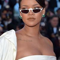 Intip aksesori wajib punya tahun 2018, kacamata mini dengan bentuk kapsul yang super funky.