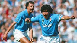 Dirinya sempat menjalani persidangan akibat diduga tidak membayarkan pajak sebesar 40 juta euro dari kontrak sponsor dan merchandise, namun pengadilan memutuskan bahwa Maradona tidak bersalah. (www.zimbio.com)
