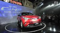 Penampilan all new Toyota C-HR yang resmi diluncurkan di Jakarta, Selasa (10/4). Desain eksterior bagian depan, dilengkapi 3D headlamp yang iconic membuat Toyota C-HR ini terlihat lebih eyecatching. (Merdeka.com/Arie Basuki)