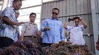 Menteri Kelautan dan Perikanan melepas ekspor 53 ton rumput laut kering dari Batam, Kepulauan Riau ke China.