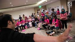 Suasana pelatihan dasar kepemimpinan kepada 21 calon menteri cilik di Jakarta, Senin (9/10). Pelatihan ini membahas isu-isu hak anak dan kesetaraan gender, terutama isu yang berkaitan dengan pencegahan perkawinan usai anak. (Liputan6.com/Faizal Fanani)