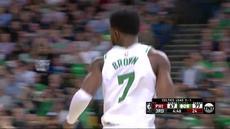 Berita video game recap NBA 2017-2018 antara Boston Celtics melawan Philadelphia 76ers dengan skor 114-112.