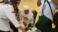 Jumailiah dan Marian menjadi jemaah furoda atau nonkuota dan kini terlantar di Bandara King Abdul Aziz, Arab Saudi. (MCH Indonesia)