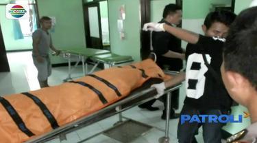Misteri jenazah pria yang ditemukan mengambang di Sungai Cibatu, Sukabumi, akhirnya dapat diketahui. Jenazah adalah Roni Sahroni, warga Lebak, Banten, yang berprofesi sebagai sopir taksi daring di Jakarta.