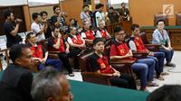 Delapan terdakwa kasus penyeludupan 1 ton sabu asal Taiwan menjalani sidang tuntutan di Pengadilan Negeri Jakarta Selatan, Rabu (7/3). Sidang tuntutan kembali ditunda. (Liputan6.com/Immanuel Antonius)