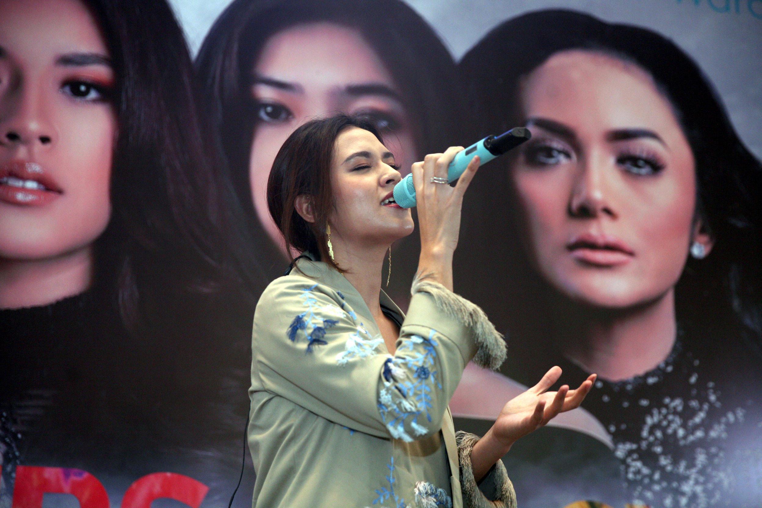Raisa isi OST Ayat Ayat Cinta 2 (Nurwahyunan/Bintang.com)