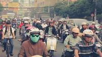 Naik Sepeda Motor di Siang Hari, Berbahaya bagi Kesehatan (Hanohiki/Shutterstock)
