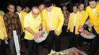Memperingati HUT ke-55, Partai Golkar mengisinya dengan renungan suci di Taman Makam Pahlawan (TMP) Kalibata, Jakarta Selatan, Sabtu (19/10/2019) malam. (Ist)