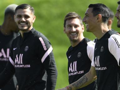 Kepindahan Lionel Messi dari Barcelona ke PSG tentu membutuhkan adaptasi ke depannya. La Pulga harus bersikap profesional dan meminggirkan sisa-sisa perseteruan dengan 5 mantan pemain Real Madrid yang lebih dulu berlabuh di PSG. Dulu lawan, sekarang rekan. (Foto: AFP/Bertrand Guay)