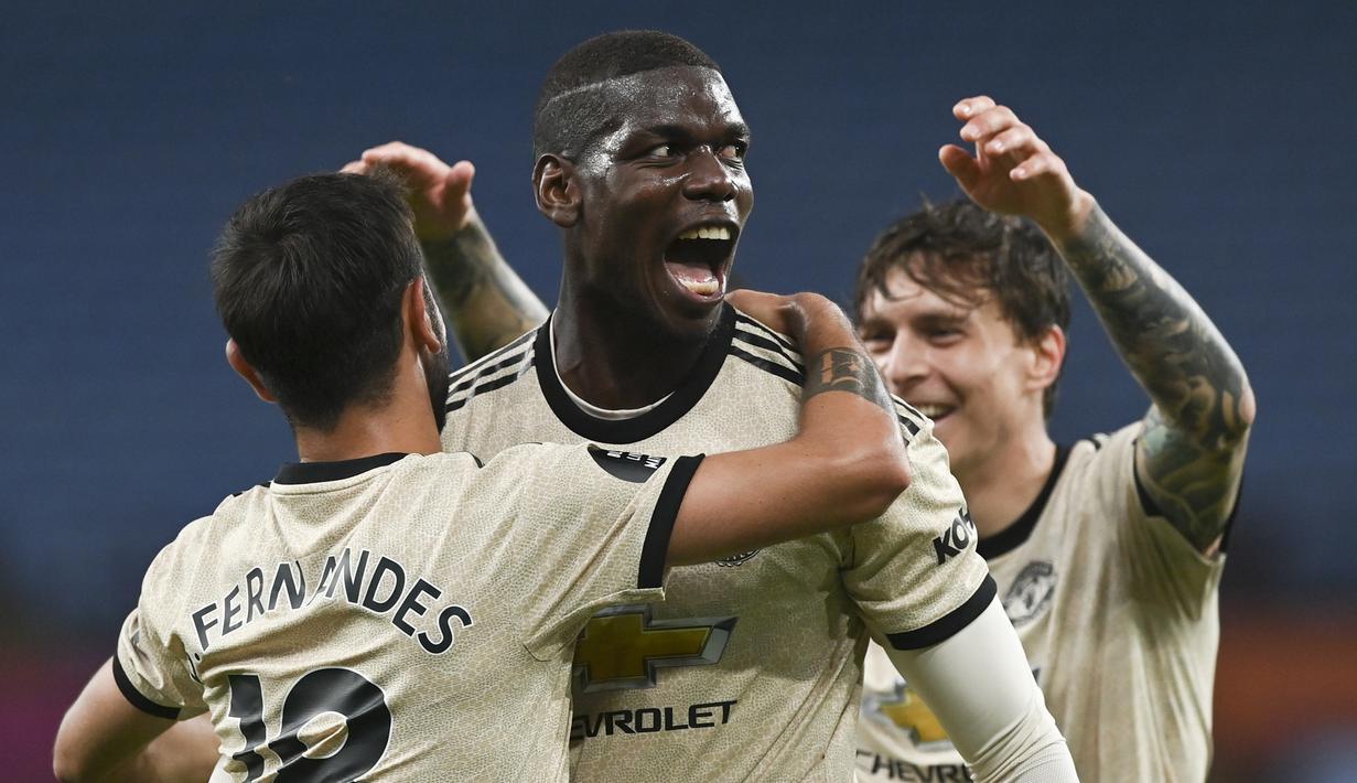 Pemain Manchester United Paul Pogba (tengah) merayakan golnya ke gawang Aston Villa pada pertandingan Premier League di Villa Park, Birmingham, Inggris, Kamis (9/7/2020). Manchester United menang 3-0. (AP Photo/Shaun Botterill ,Pool)