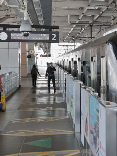 FOTO: Libur Lebaran di Tengah Pandemi, MRT Sepi Penumpang